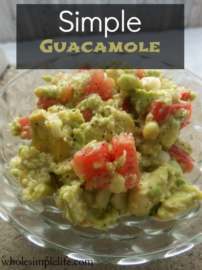 Simple Guacamole | https://www.hannahhepworth.com #guacamole #superbowl #partysnacks #healthy #avocado